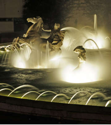 Closer look of the Fonte Monumental at Portugal, Lisbon illuminated with Philips fountain lighting