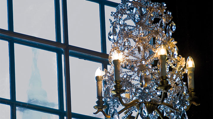 A chandelier lit by Novallure LED creating a warm ambience at Prince's Gallery, Sweeden
