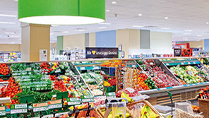 Philips Lighting creatTwo wFruits under Philips supermarket lighting looking at their best at EDEKA Glückstadt, Germanyomen are shopping under Philips lighting at Kaiser's Tengelmann Oberhausen,  Germanyes a welcoming environment at Spar, Vienna, Austria